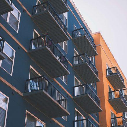Od 2020 roku deweloper łatwiej wybuduje mieszkania, bo sąsiedzi stracili prawo weta