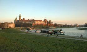 Plażowanie po krakowsku, czyli Wisła nadal nie dla plażowiczów